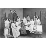 A picture of female students in smocks in the Herkomer studio, taken around 1900.