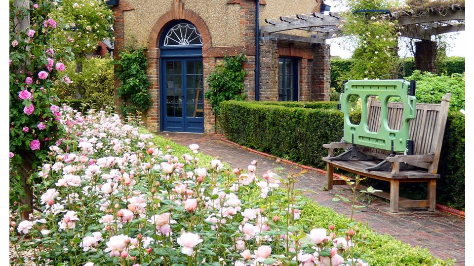 Rose Garden seat by Lynda Bullock